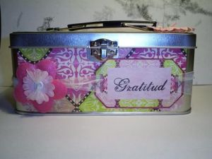 This is the front of the lunch tin. I added a tag from the paper set.