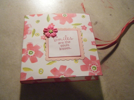 I created this post-it note holder to show my stepsister what I could do for an activity. It has Bella Flor (retired) paper, Pallete Belle Rose, Scallop punch, Prima Flower, ribbon and a flower. I did another style too that I didn't like that much but had a place for the pen.